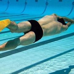 Как правильно плавать в ластах?