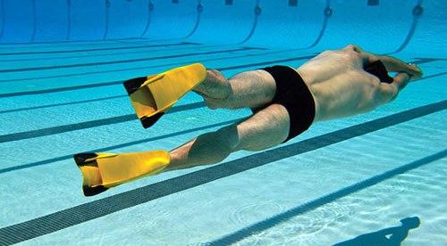 Как правильно плавать в ластах